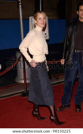 Actress CHRISTINA APPLEGATE at the Hollywood premiere of The Royal Tenenbaums. 06DEC2001.  Paul Smith/Featureflash