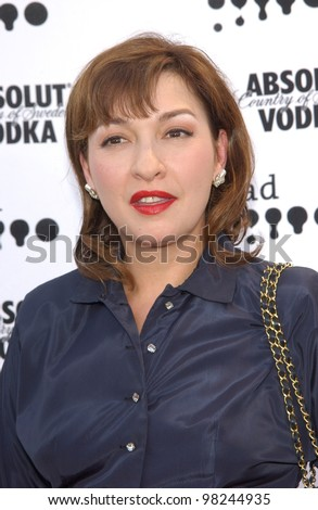 Actress ELIZABETH PENA at the 2002 GLAAD (Gay & Lesbian Alliance Against Defamation) Awards at the Kodak Theatre, Hollywood.  13APR2002.   Paul Smith / Featureflash - stock photo