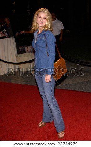 Actress EMILIE DE RAVIN at the world premiere, in Hollywood, of Hardball. 10SEP2001.   Paul Smith/Featureflash