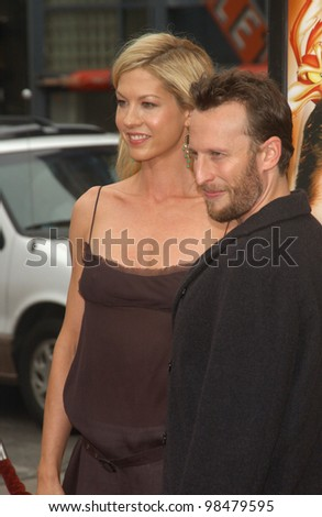 Actress JENNA ELFMAN & husband BODHI ELFMAN at the world premiere, in Hollywood, of her new movie Looney Tunes Back in Action. November 9, 2003  Paul Smith / Featureflash