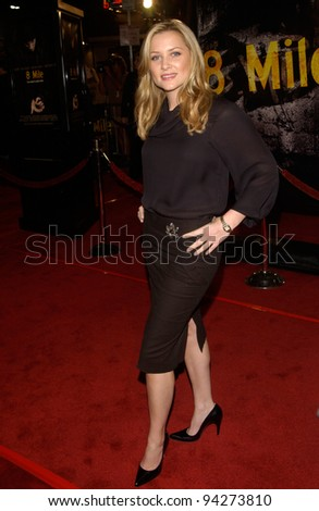 Actress JESSICA CAPSHAW at the world premiere of 8 Mile, in Los Angeles. 06NOV2002.   Paul Smith / Featureflash