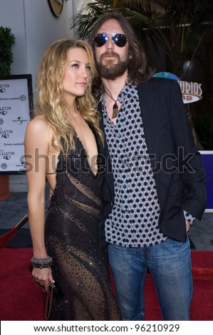 Actress KATE HUDSON & husband CHRIS ROBINSON at the world premiere, at Universal Studios Hollywood, of her new movie The Skeleton Key. August 2, 2005  Los Angeles, CA  2005 Paul Smith / Featureflash