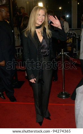 Actress KIM BASINGER at the world premiere of her new movie 8 Mile, in Los Angeles. 06NOV2002.   Paul Smith / Featureflash