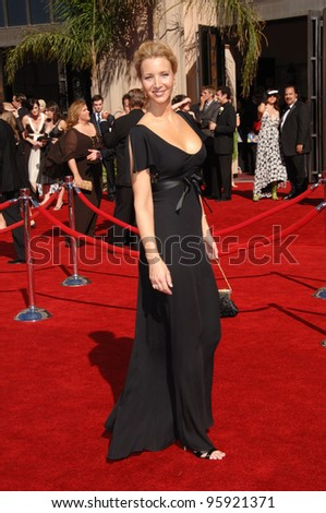 Actress LISA KUDROW at the 2006 Primetime Emmy Awards at the Shrine Auditorium, Los Angeles. 8 27, 2006 Los Angeles, CA  2006 Paul Smith / Featureflash