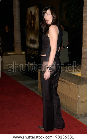 Actress LIV TYLER at the Los Angeles premiere of her new movie The Lord of the Rings: The Fellowship of the Ring. 16DEC2001  Paul Smith/Featureflash