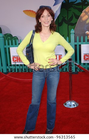 Actress MARILU HENNER at the world premiere of Walt Disney's Chicken Little at the El Capitan Theatre, Hollywood. October 30, 2005 Los Angeles, CA  2005 Paul Smith / Featureflash - stock photo