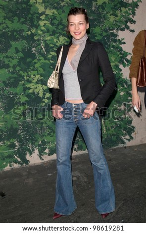 Actress MILLA JOVOVICH at the L'Oreal Super Saturday LA designer garage sale, at Paramount Studios, to raise money for ovarian cancer research. 18NOV2000.   Paul Smith / Featureflash