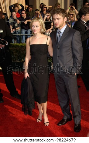 Actress REESE WITHERSPOON & husband actor RYAN PHILLIPPE at the 8th Annual Screen Actors Guild Awards in Los Angeles. 10MAR2002.  Paul Smith / Featureflash