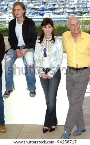 Actress SANDRA BULLOCK with actor MICHAEL PITT (left) & director BARBET SHROEDER at the Cannes Film Festival to promote theri new movie Murder By Numbers. 25MAY2002.  Paul Smith / Featureflash