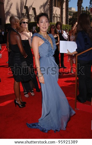 Actress SANDRA OH at the 2006 Primetime Emmy Awards at the Shrine Auditorium, Los Angeles. 8 27, 2006 Los Angeles, CA  2006 Paul Smith / Featureflash