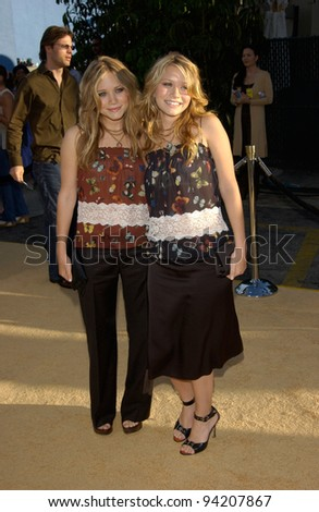 Actresses MARY-KATE & ASHLEY OLSEN at the Hollywood premiere of Austin Powers in Goldmember. 22JUL2002.   Paul Smith / Featureflash - stock photo