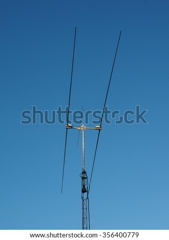 Aerial or antenna for radio communication over blue sky