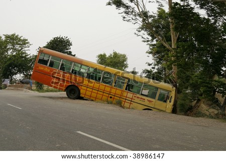 AGRA - JUNE 18: Bus accident. Indian traffic while chaotic is still quite safe. Bad roads equal slow driving and very careful drivers. Accidents such as this are rare on June 18, 2007 in Agra, India.