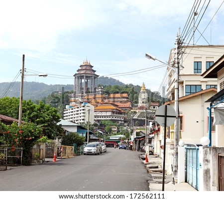 AIR ITAM, PENANG, MALAYSIA - JANUARY 3, 2014: The access road to the largest Buddhist temple in South East Asia called Kek Lok Si Temple.