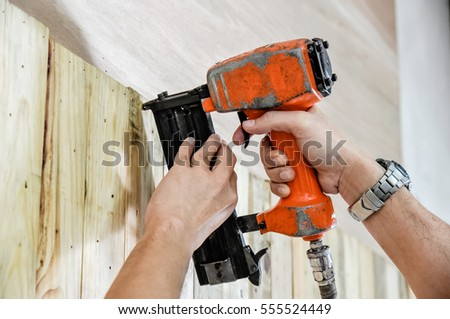 Air Nailer,  Stapler pneumatic work with hand controls.