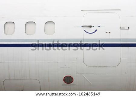 aircraft door & Airplane Door 库存图片、免版税图片及矢量图| Shutterstock Pezcame.Com