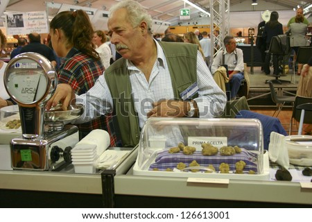 ALBA-ITALY-OCT 1: Man weighing white truffles for sale at the Truffle Fair in Alba on Oct 01,2006. White truffles are a very rare delicacy and are sold for between 1000 and 2200 USD per pound
