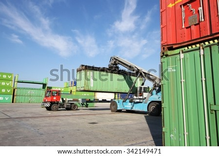 ALICANTE, SPAIN - NOVEMBER 16: Containers elevator truck working in Alicante harbor, on november 16, 2015 in Alicante.
