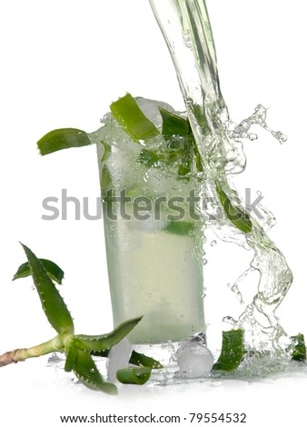 Aloe juice pour and splash