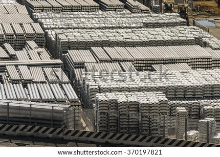 aluminium bars in port