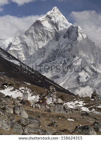 Ama Dablam and memorial cairn to expedition leader who died in the 1996 Everest disaster Scott Fischer, Everest Base Camp Trek, Nepal. - stock photo