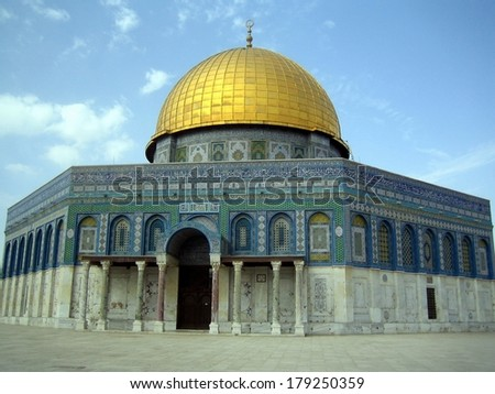 Amazing close view of the Golden Dome of the Rock (Jerusalem, Israel)