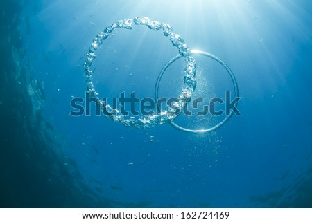 Amazing double underwater bubble rings