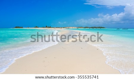 Amazing sand bank in a Caribbean beach
