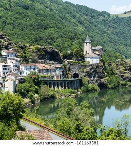 Ambialet (Tarn, Midi-Pyrenees), the old village on the Tarn river at summer