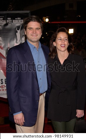 America Online founder STEVE CASE & wife at the world premiere, in Los Angeles, of Ocean's Eleven. 05DEC2001.  Paul Smith/Featureflash - stock photo