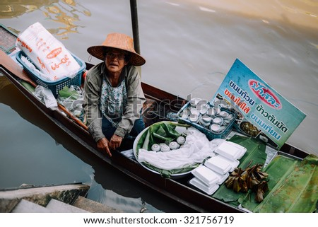 AMPHAWA , September 20 : floating market on Septemcer 20, 2015 in Amphawa ,Thailand.
