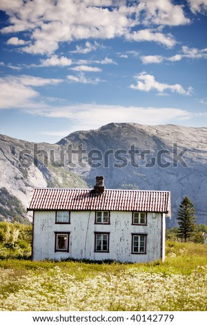 An abandoned house in the Norwegian mountains