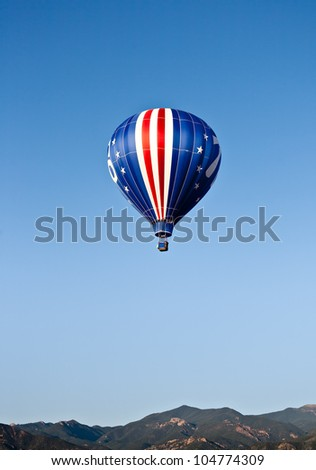 An American flag themed balloon rise in the Colorado sky.