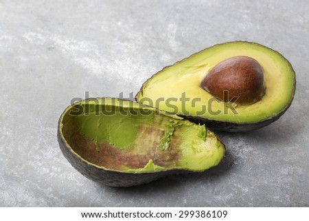 An Avocado cut in two halfs