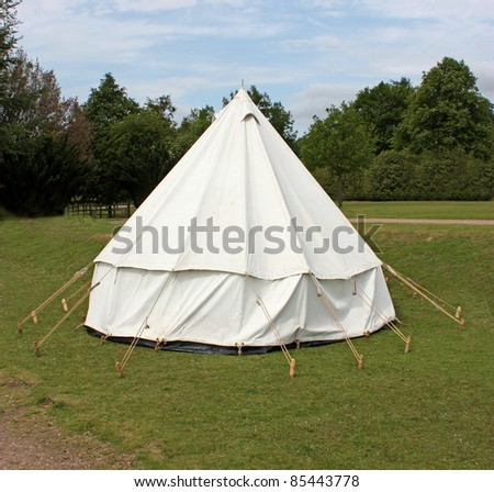 An Old Fashioned White Canvas Bell C&ing Tent. : old style canvas tents - memphite.com