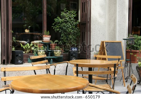 An outdoor cafe