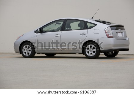 Angled view of a silver 2007 Toyota Prius, a hybrid car.