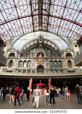 ANTWERP - AUG 21: Interior of Antwerp central railway station on August 21, 2013 in Antwerp, Belgium.  Antwerp central railway station is the main railway station in the Belgian city of Antwerp.
