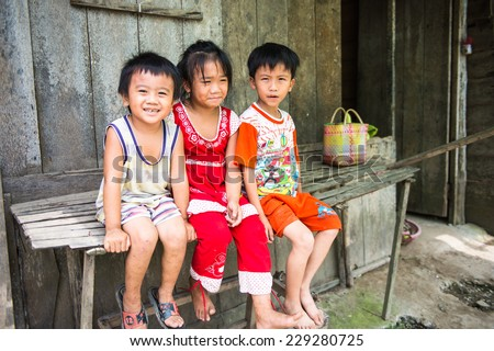 AP VAN HOA QUOI HOA TAY, VIETMAN - OCT 5, 2014: Unidentified Vietnamese children, brothers and sister near the house in Vietnam. 86% of Vietnamese people belong to the Viet ethnic group - stock photo