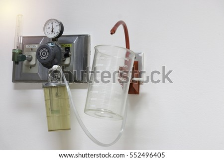 Apparatus for supplying humidified oxygen to a patient with lung disease.