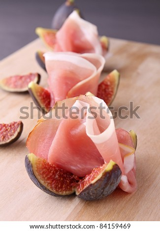 appetizer, fresh figs with ham