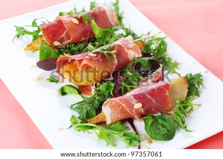 Appetizer with caramelized pears, walnuts and prosciutto.
