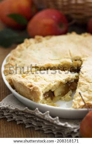 Apple pie with raisins and brandy