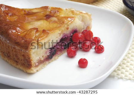 Apple pie with red berries