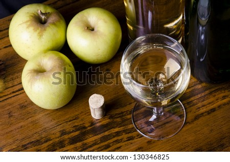 Apple wine, liqueur or mosto