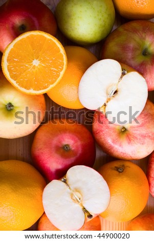 Apples and orange at the market stand
