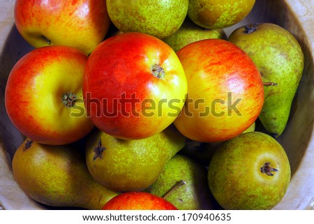 Apples and pears in a wooden bowl