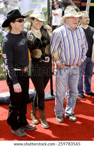"""April 30, 2006. William Shatner and Elizabeth Anderson Martin attend the Los Angeles Premiere of DreamWorks' """"Over The Hedge"""" held at the Mann Village Theatre in Westwood, California United States. - stock photo"""