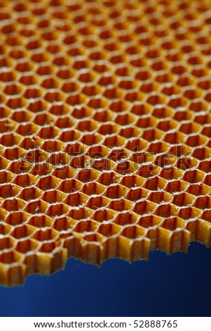 Aramid kevlar honeycomb is a composite material known for its extreme strength