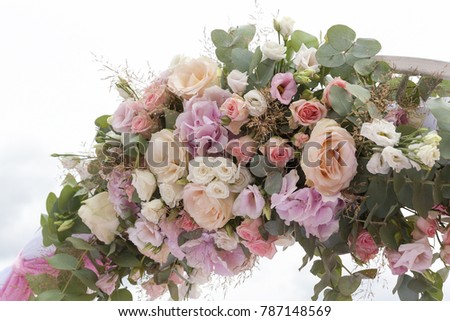 arch with flowers on wedding day